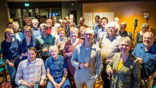 Groepsfoto van inwoners uit Heumen bij de oprichting van Energiecoöperatie