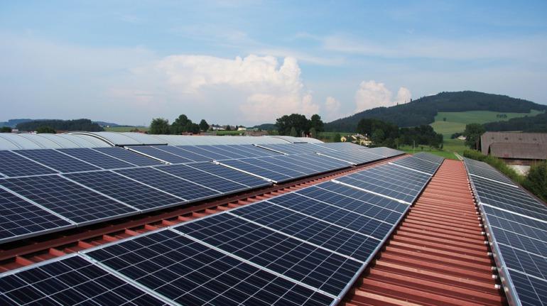 groot zonnedak voor collectieve energie