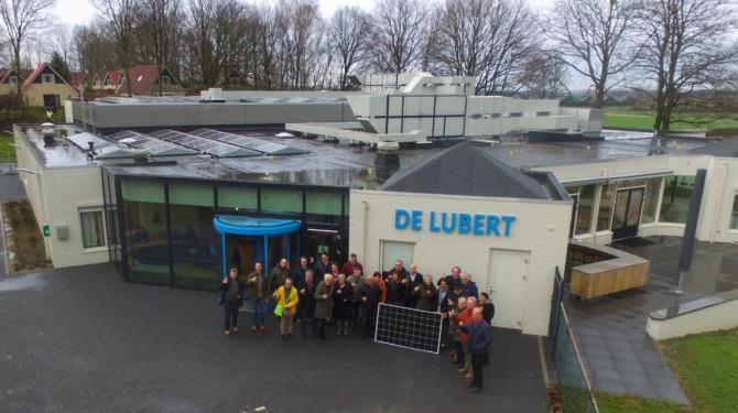 Het eerste zonnedak van Energierijck Berg en Dal op zwembad De Lubert in Groesbeek