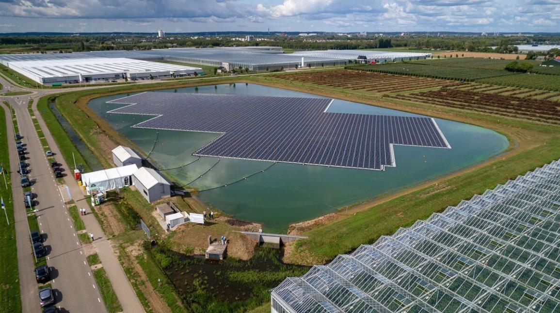 Bij Huissen kon men investeren in dit drijvende zonnepark van Lingewaard Energie Coöperatie